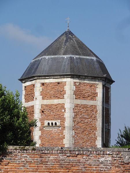 Photo du Monument Historique Pigeonnier situé à Marcy