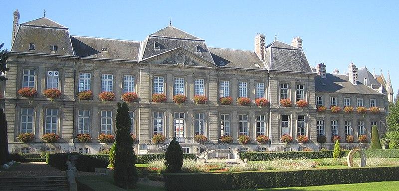 Photo du Monument Historique Hôtel de ville situé à Soissons