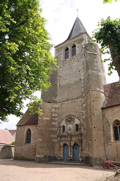 Photo du Monument Historique Eglise Saint-Etienne situé à Ainay-le-Château