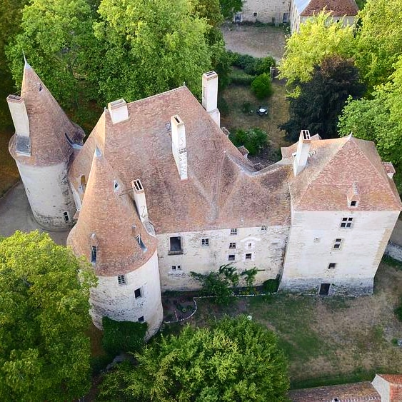 Photo du Monument Historique Château de Bellenaves situé à Bellenaves