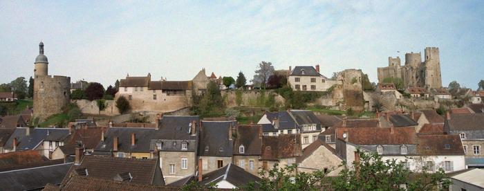 Photo du Monument Historique Ancien château situé à Bourbon-l'Archambault
