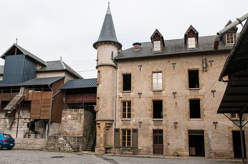 Photo du Monument Historique Vieux moulin situé à Bourbon-l'Archambault