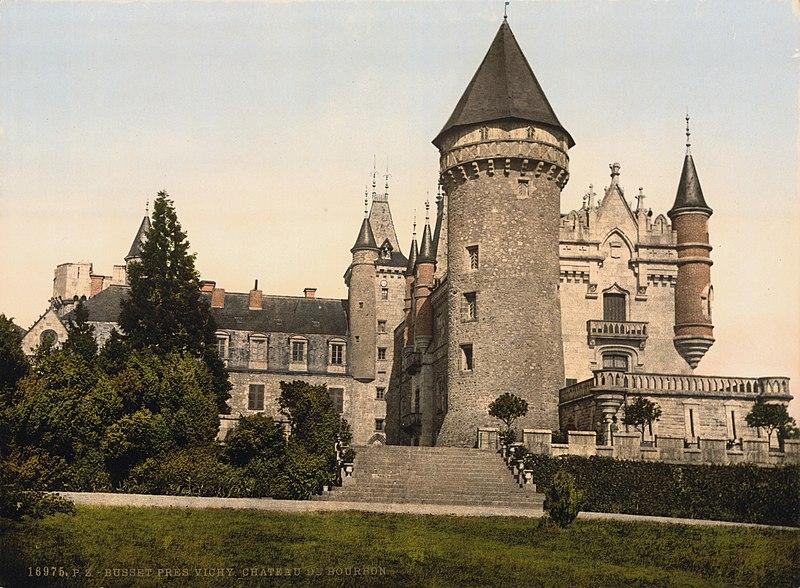 Photo du Monument Historique Château de Busset situé à Busset