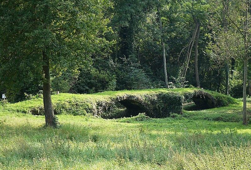 Photo du Monument Historique Ancien pont dit Pont romain situé à Chantelle
