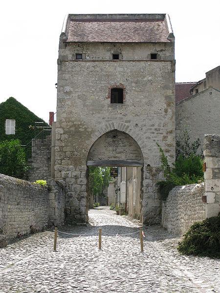 Photo du Monument Historique Porte d'Orient situé à Charroux