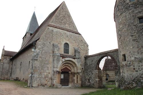 Photo du Monument Historique Eglise Saint-Pierre situé à Châtelperron