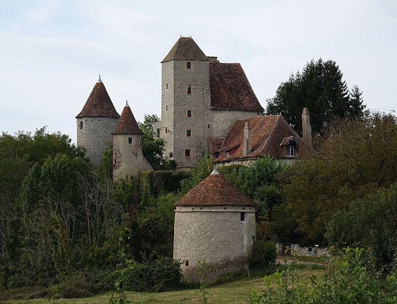 Photo du Monument Historique Château de Puyfol situé à Cindré