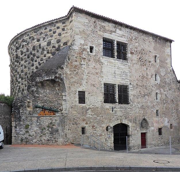 Photo du Monument Historique Fortifications situé à Cusset