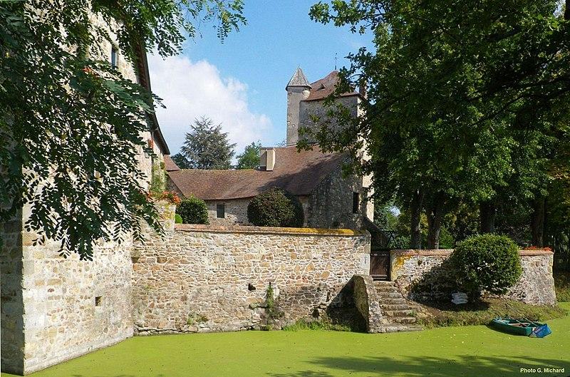 Photo du Monument Historique Château de Bord-Peschin situé à Doyet