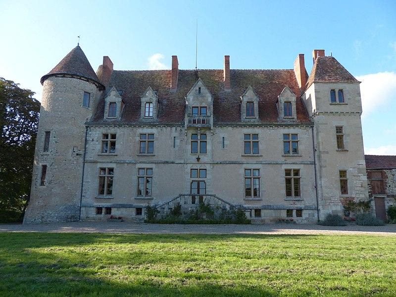 Photo du Monument Historique Château du Chatelard situé à Ebreuil