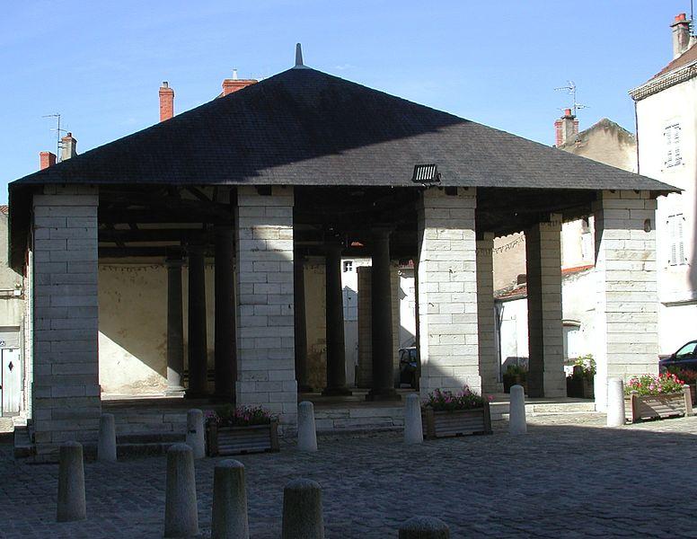 Photo du Monument Historique Halles situé à Ebreuil