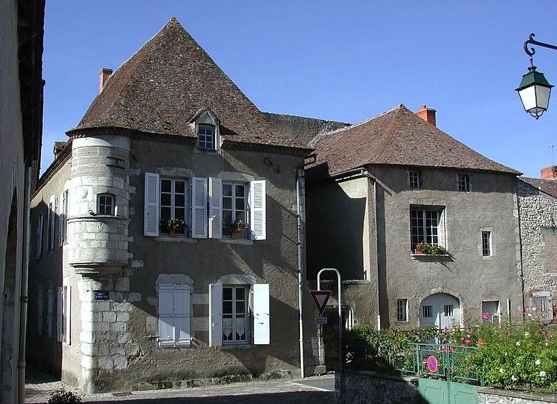 Photo du Monument Historique Maison à échauguette situé à Ebreuil