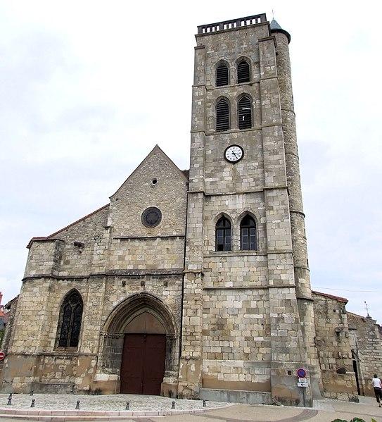 Photo du Monument Historique Eglise Sainte-Croix situé à Gannat