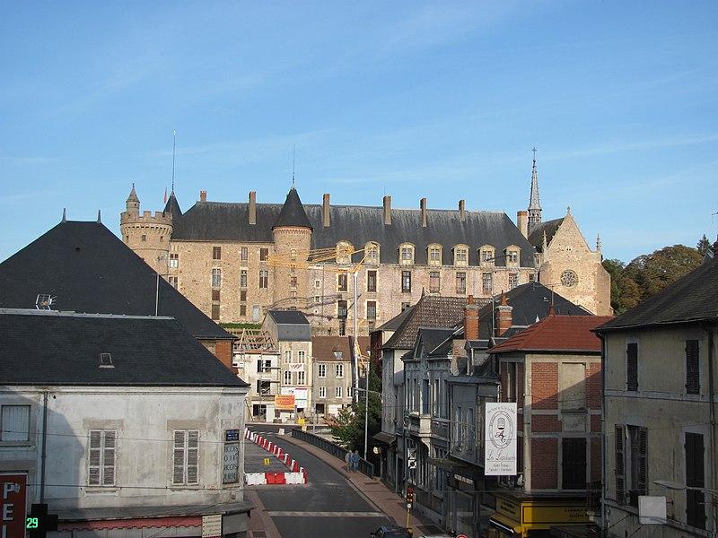 Photo du Monument Historique Château de La Palice (également sur commune de Saint-Prix) situé à Lapalisse