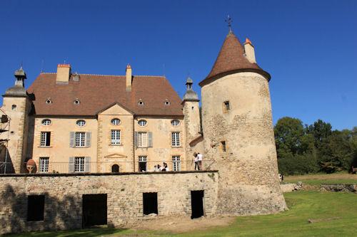 Photo du Monument Historique Château des Aix situé à Meillard