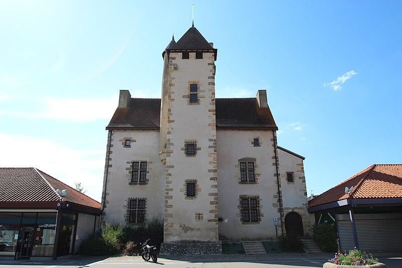 Photo du Monument Historique Château de Bien Assis situé à Montluçon