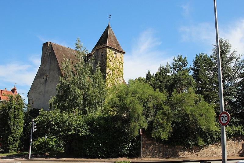 Photo du Monument Historique Château des Etourneaux situé à Montluçon