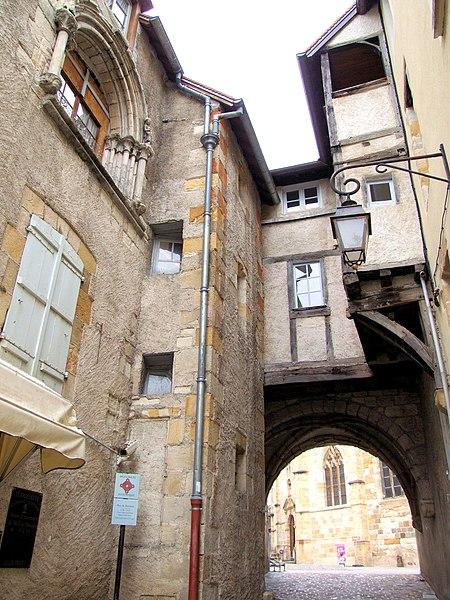 Photo du Monument Historique Passage du Doyenné situé à Montluçon