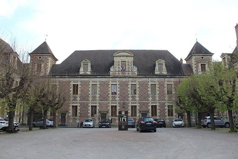 Photo du Monument Historique Ancien collège des Jésuites situé à Moulins
