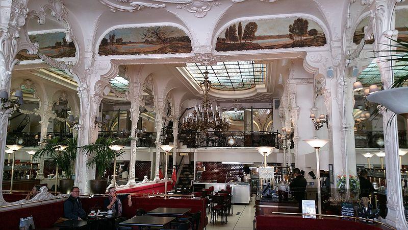Photo du Monument Historique Grand Café situé à Moulins