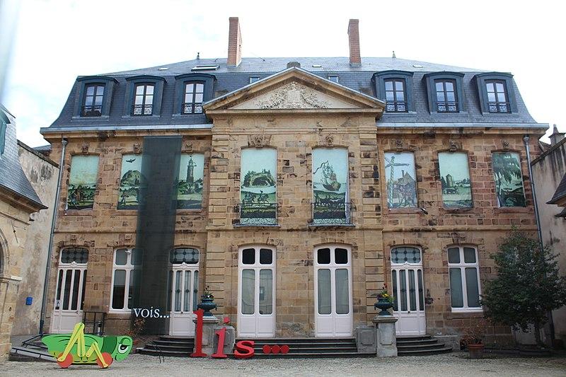 Photo du Monument Historique Hôtel de Mora, actuellement musée de l'illustration jeunesse situé à Moulins