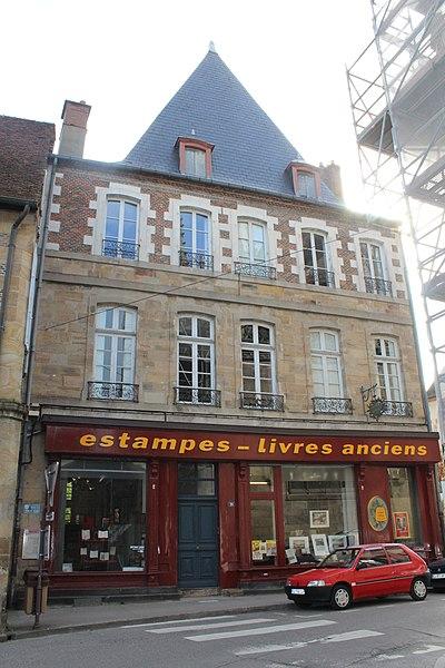 Photo du Monument Historique Maison du Doyenné situé à Moulins
