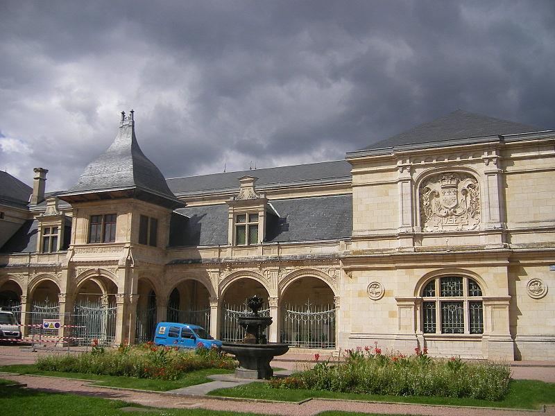 Photo du Monument Historique Pavillon d'Anne de Beaujeu, actuellement musée Anne de Beaujeu situé à Moulins