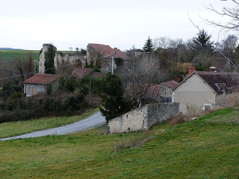 Photo du Monument Historique Restes de l'ancien château situé à Naves