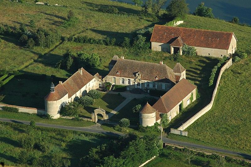 Photo du Monument Historique Château du Vieux-Melay situé à Neuvy