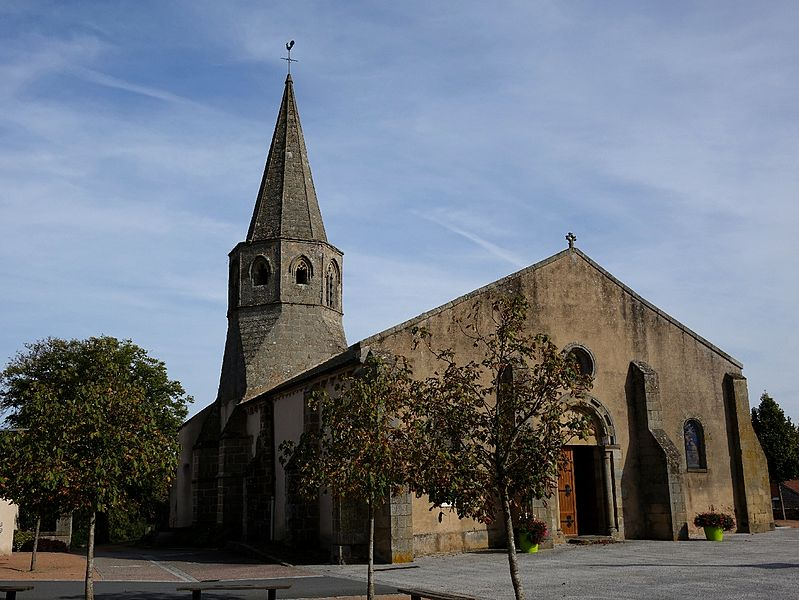 Photo du Monument Historique Eglise Saint-Priest situé à Saint-Priest-en-Murat