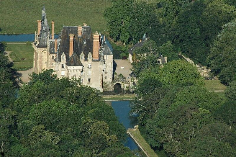 Photo du Monument Historique Château d'Avrilly situé à Trévol