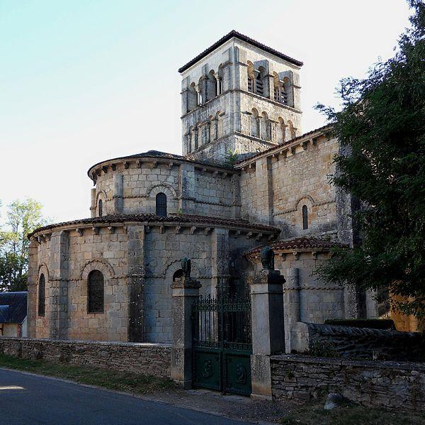 Photo du Monument Historique Eglise Sainte-Croix situé à Veauce