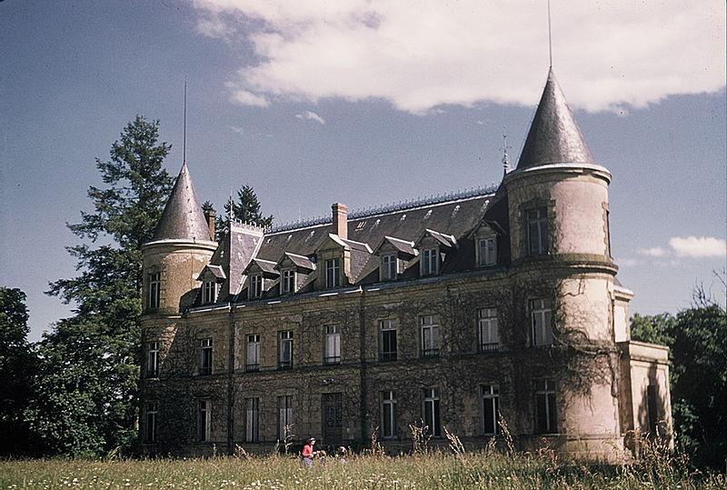 Photo du Monument Historique Château de Neuville situé à Villefranche-d'Allier