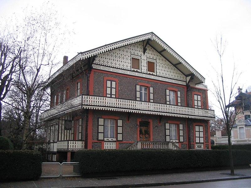 Photo du Monument Historique Chalet des Roses situé à Vichy