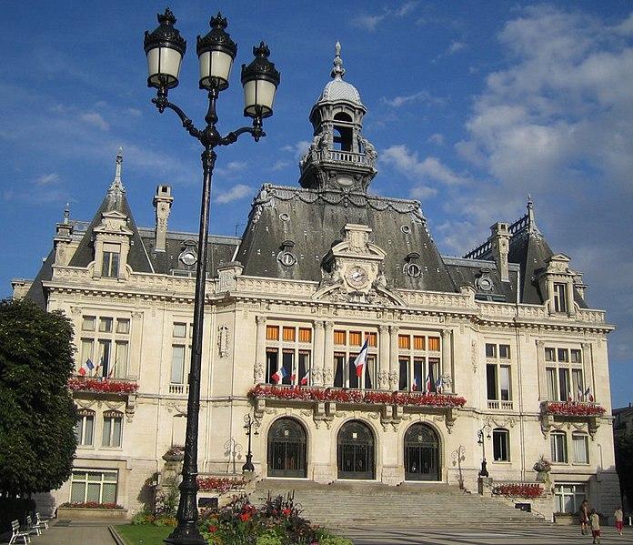 Photo du Monument Historique Hôtel de ville situé à Vichy