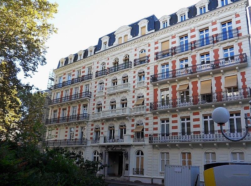 Photo du Monument Historique Ancien hôtel des Ambassadeurs situé à Vichy