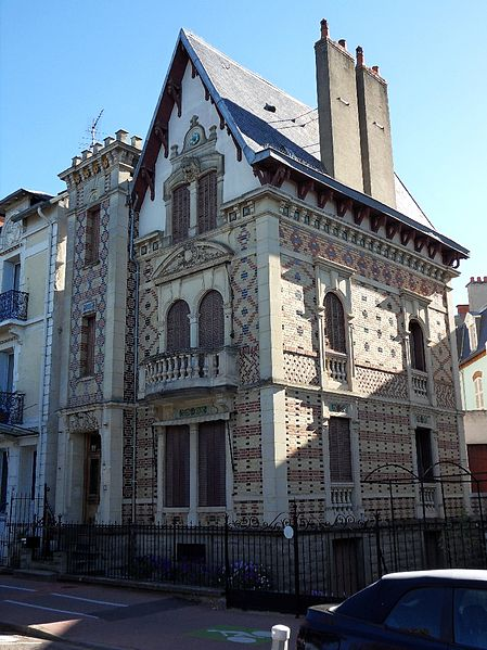 Photo du Monument Historique Villa Mon Plaisir situé à Vichy