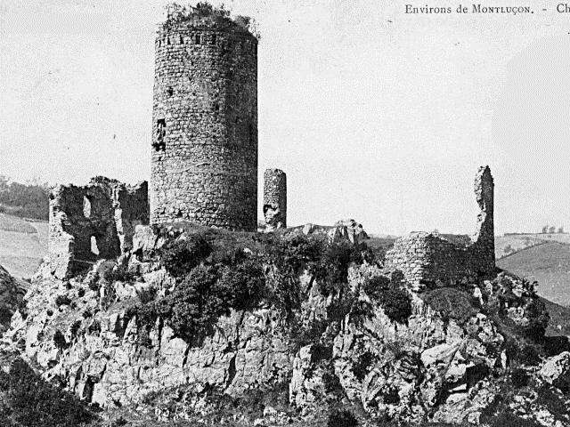 Photo du Monument Historique Château de l'Ours situé à Sainte-Thérence