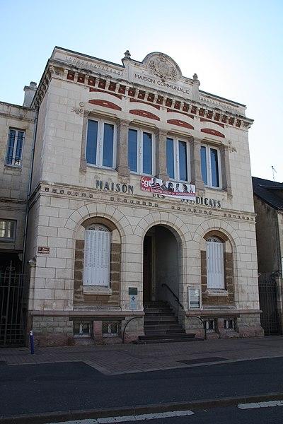 Photo du Monument Historique Maison communale situé à Montluçon