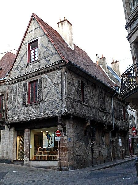 Photo du Monument Historique Maison de Jeanne d'Arc situé à Moulins