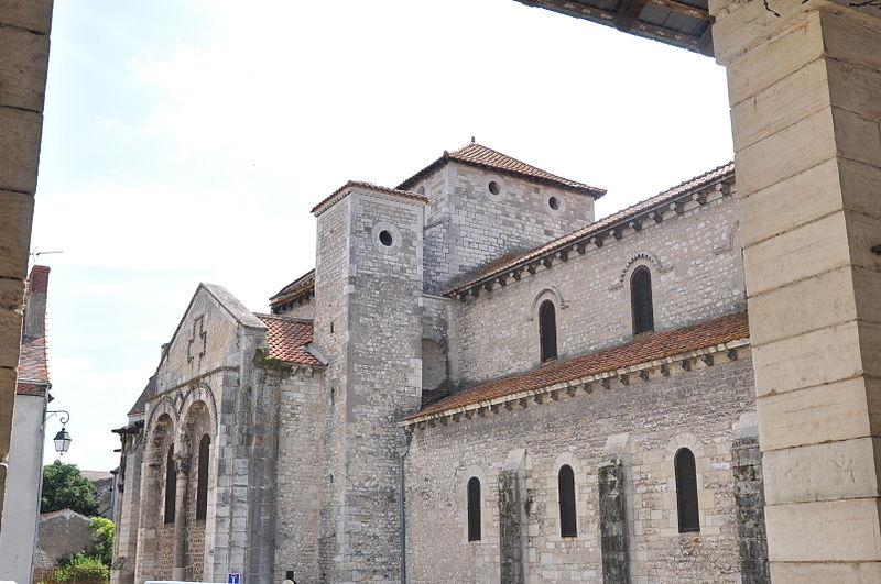 Photo du Monument Historique Palais abbatial situé à Ebreuil