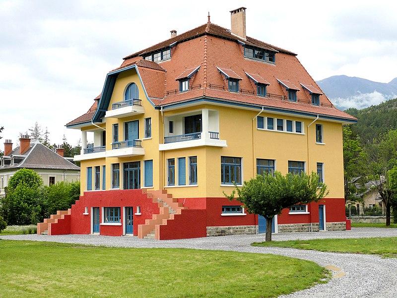Photo du Monument Historique Villa Bleue situé à Barcelonnette
