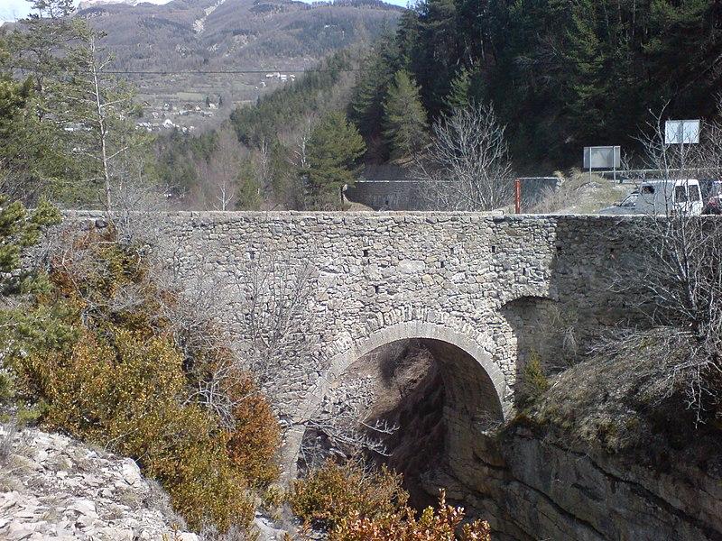 Photo du Monument Historique Pont Haut situé à Colmars