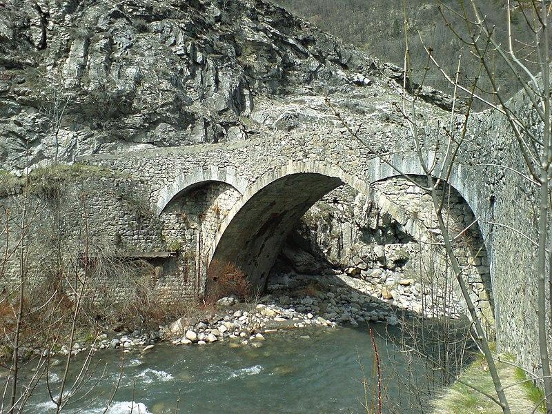 Photo du Monument Historique Pont de Saint-Roch ou Vieux Pont situé à Colmars
