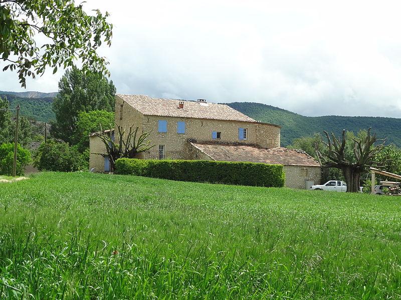 Photo du Monument Historique Ferme du prieuré de Vilhosc situé à Entrepierres