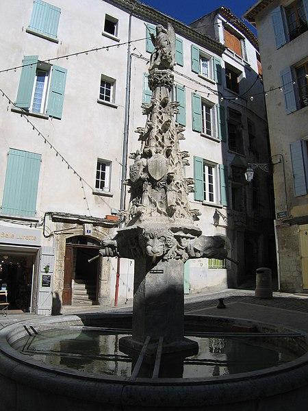 Photo du Monument Historique Fontaine Saint-Michel situé à Forcalquier