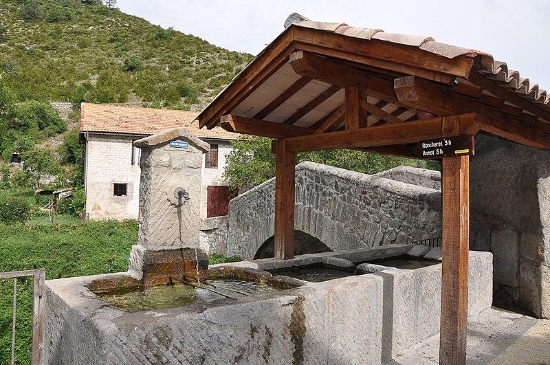 Photo du Monument Historique Pont sur la Vaire (vieux) situé à Le Fugeret