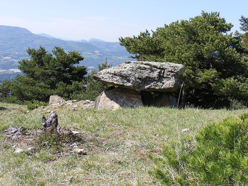 Photo du Monument Historique Dolmen de Villard situé à Le Lauzet-Ubaye