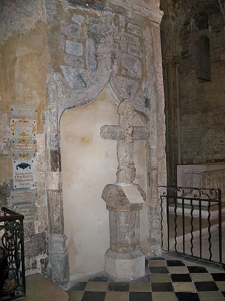 Photo du Monument Historique Croix en pierre située autrefois dans le cimetière Notre-Dame situé à Manosque