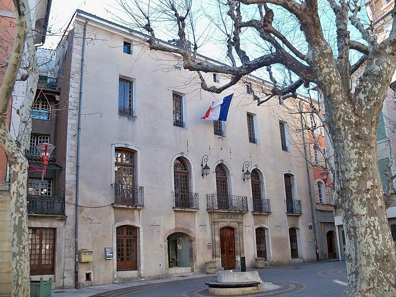 Photo du Monument Historique Hôtel de ville situé à Manosque